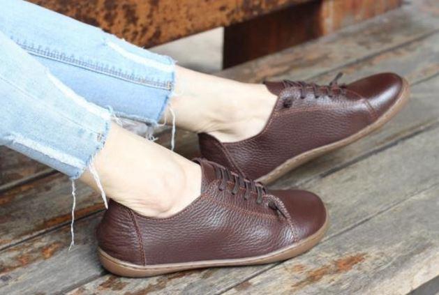 รองเท้าหุ้มส้น ผู้หญิง รองเท้าหนังแท้ รองเท้าผ้าใบหนัง แท้ แบบไม่มีส้น รองเท้า ใส่เที่ยว สีน้ำตาล สไตล์ วินเทจ สุดคลาสสิค 903277