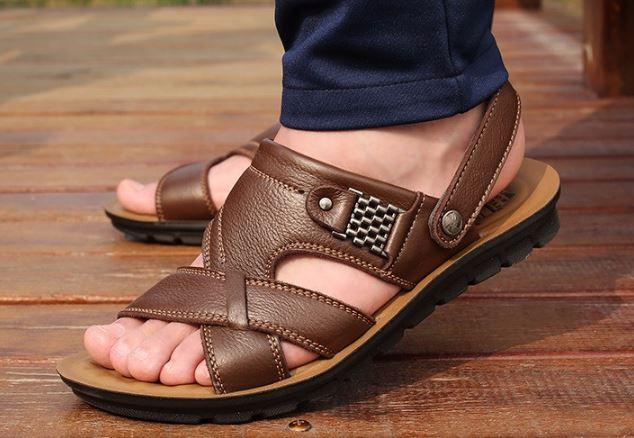 รองเท้าผู้ชาย รองเท้าแบบรัดส้น รองเท้า ใส่เที่ยว รองเท้าเดินทาง เปิดเท้า ระบายอากาศ ใส่สบาย รองเท้าแตะหนัง สีน้ำตาลเข้ม ใส่ลุยน้ำได้ แบบสวย 488409_1
