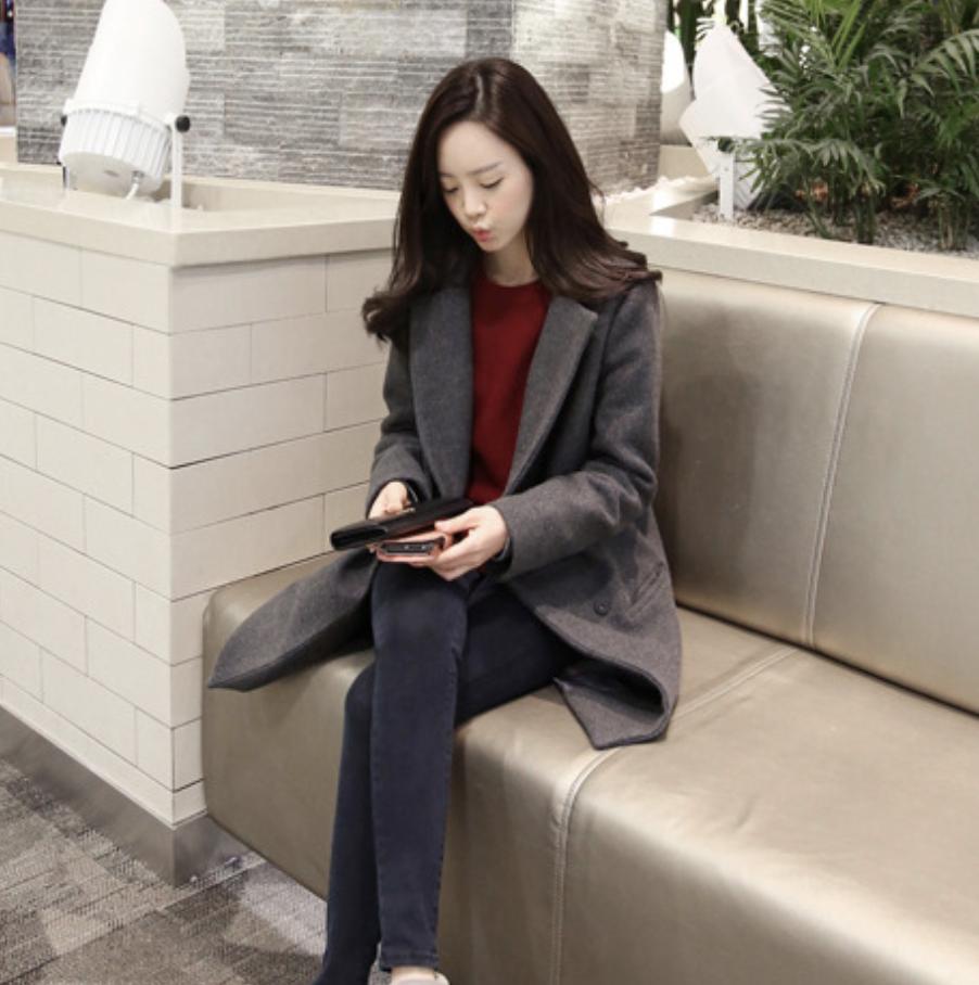 เสื้อโค้ทกันหนาว สีเทา ทรงสวย แบบผู้ดีมาก จะใส่คลุม หรือใส่เป็นเสื้อโค้ทปกติก็เก๋ค่า พร้อมส่งจ้า