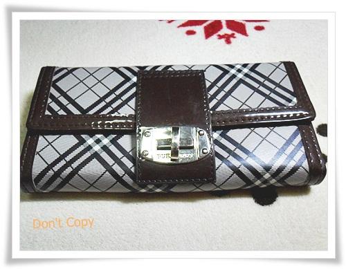 กระเป๋าสตางค์ ใบยาว Burberry สีน้ำตาลเข้ม 2 พับ B103