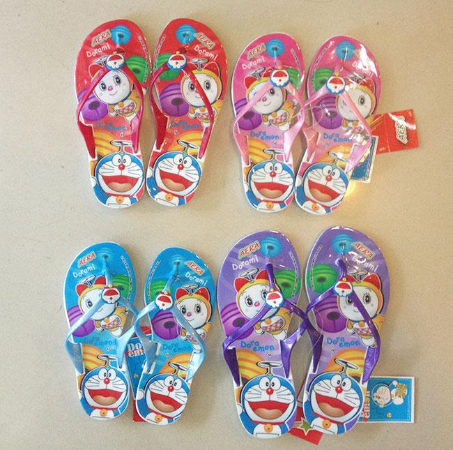 รองเท้าแตะคีบเด็กหญิง โดเรมอน เบอร์ 30 - 35 มีให้เลือก 4 สี
