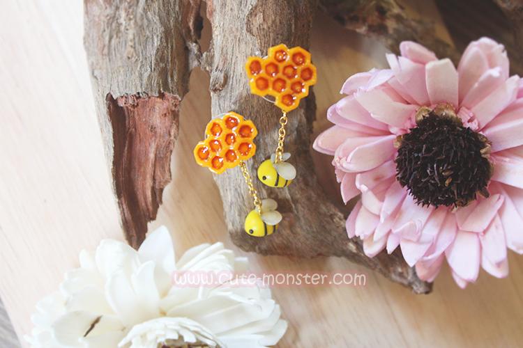 ต่างหูดินปั้น ผึ้งกับรังผึ้ง Bee & Honeycomb