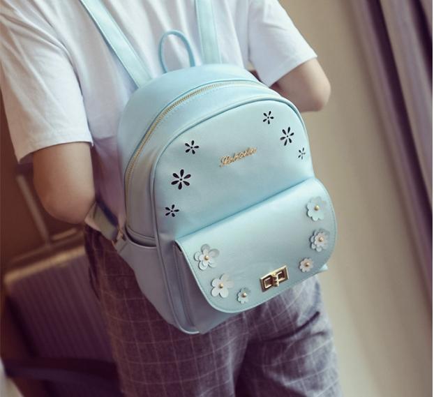 [ ลดราคา ] - กระเป๋าเป้แฟชั่น สีบรอนซ์ฟ้า ใบกลางๆ ฉลุลายดอกไม้ ดีไซน์สวยเก๋เท่ๆ ไม่ซ้ำใคร สวยสุดมั่น เหมาะกับสาว ๆ ที่ชอบกระเป๋าเป้เท่ๆ