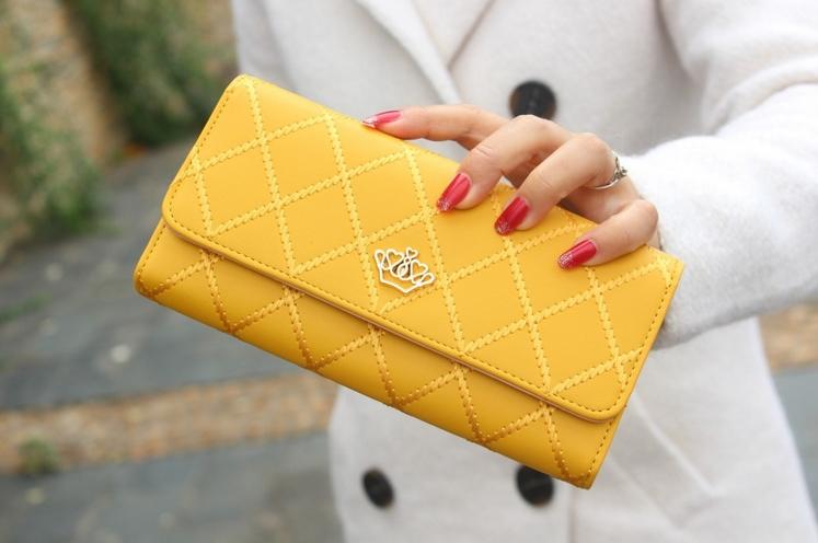 ผลการค้นหารูปภาพสำหรับ กระเป๋าสตางค์สีเหลือง