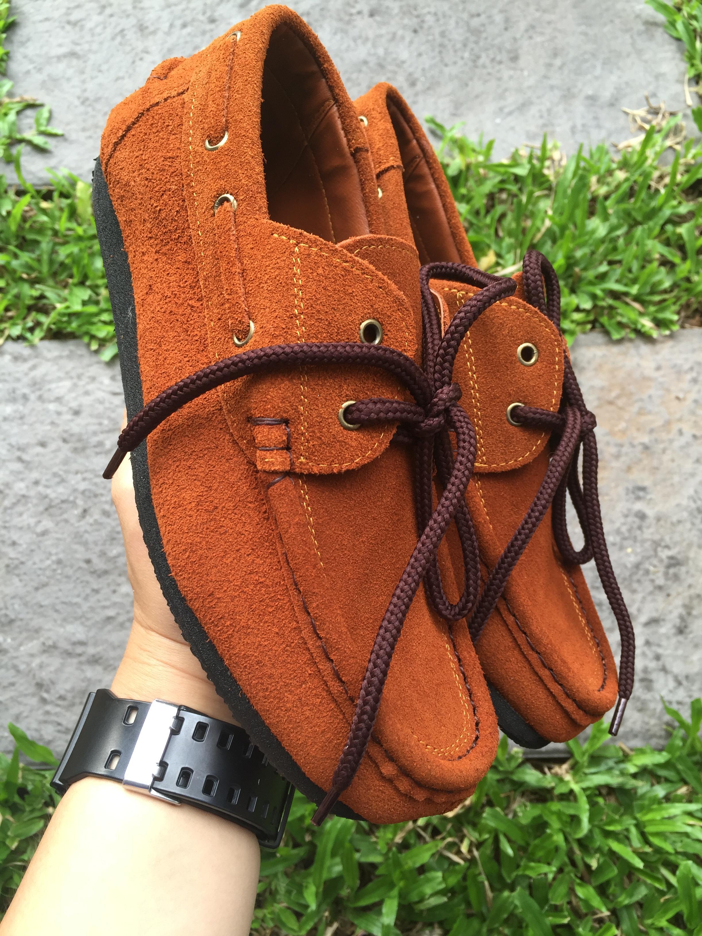 รองเท้าหนังกลับแท้ รุ่นโบทชู สีน้ำตาลอ่อน