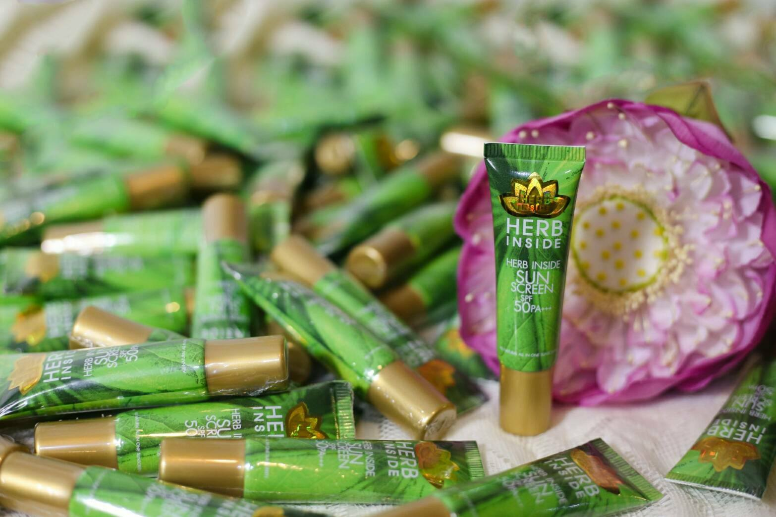 Herb Inside Sunscreen 15 g. กันแดด เฮิร์บ อินไซด์ กันแดดสมุนไพร