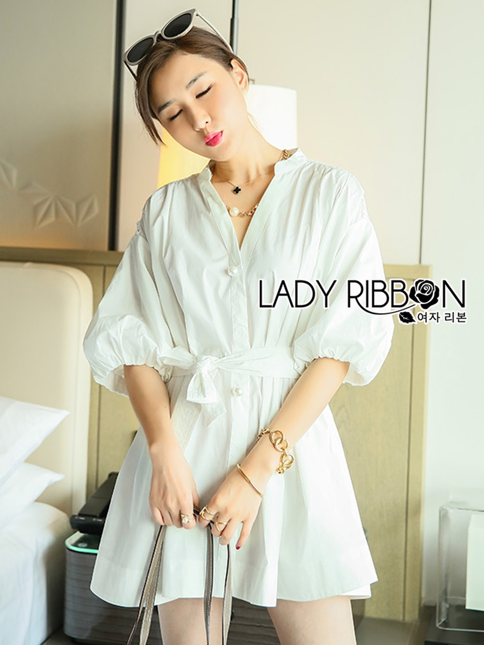 เสื้อผ้าเกาหลี พร้อมส่งเชิ้ตเดรสผ้าคอตตอนสีขาวตกแต่งลูกไม้สไตล์มินิมัลชิค