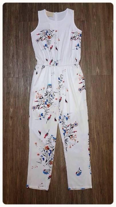 เสื้อผ้าเกาหลี พร้อมส่ง จั๊มสูทขาวยาวสีขาวลายดอกไม้ ใช้ผ้าเนื้อดีนิ่มเบาสบาย