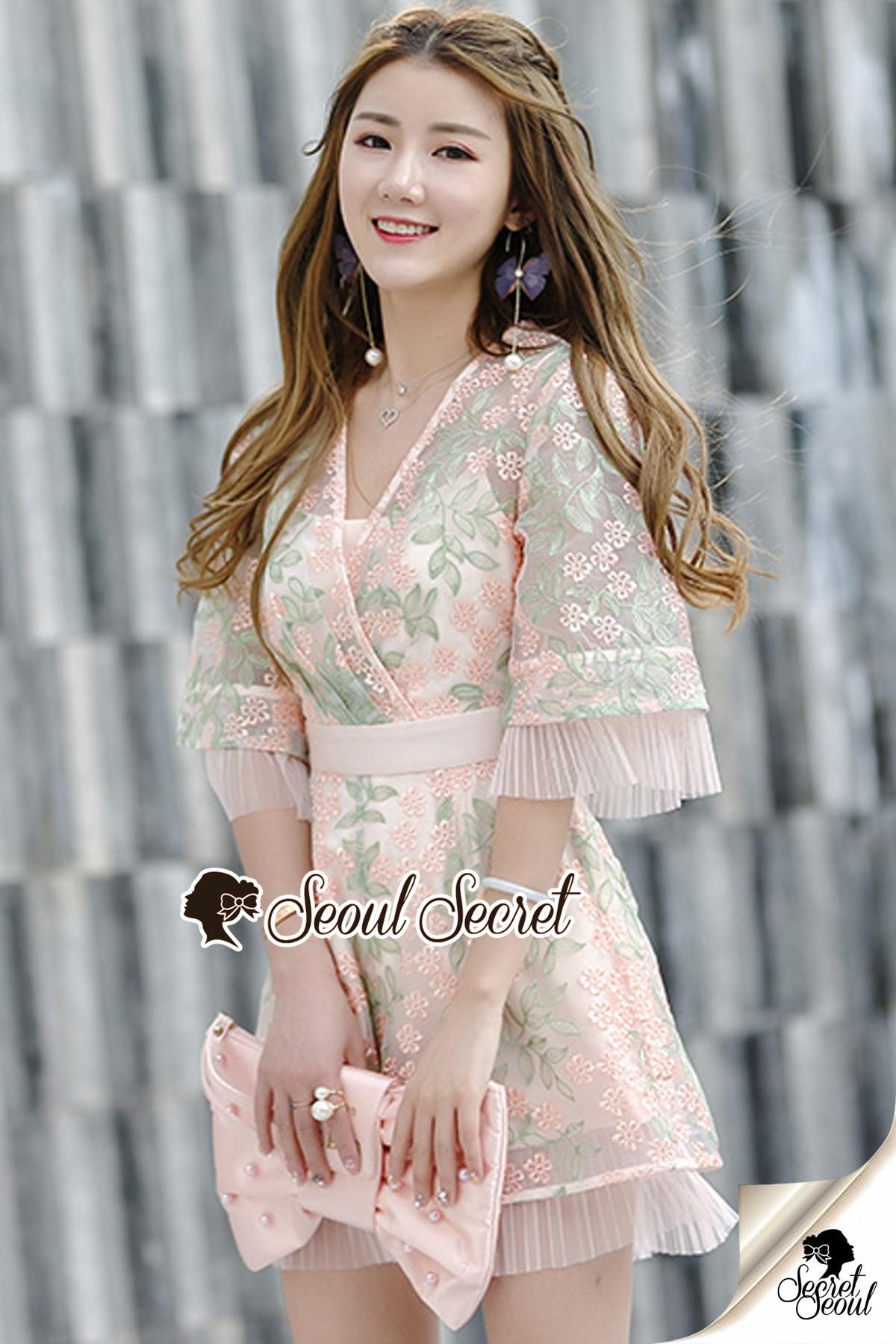 เสื้อผ้าเกาหลีพร้อมส่ง สวยหวานด้วยทรงจั้มสูทกางเกงขาสั้น