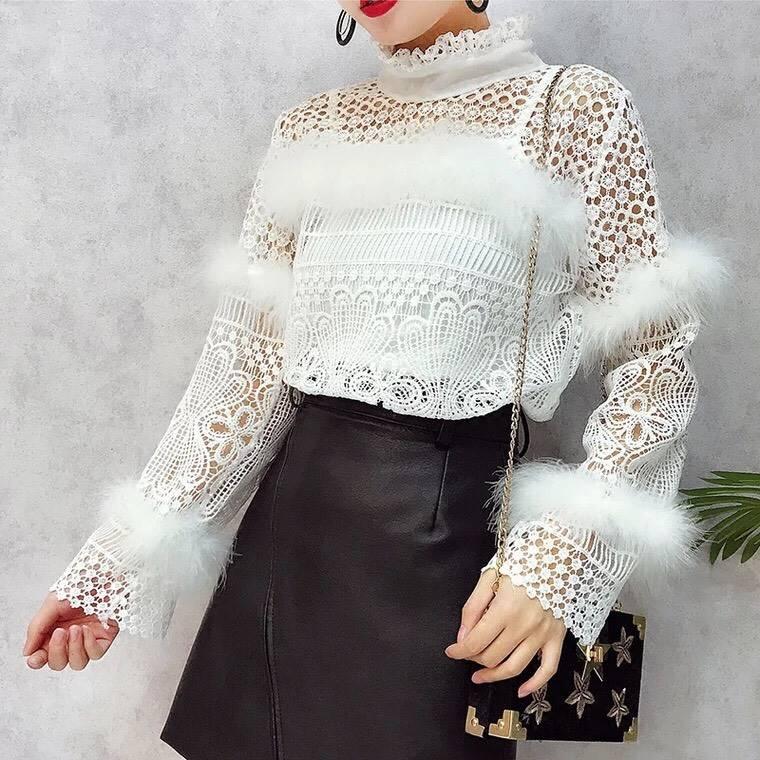 เสื้อผ้าเกาหลีพร้อมส่ง เสื้อลูกไม้ขาวแต่งขนมิ้ง น่ารักมากๆ