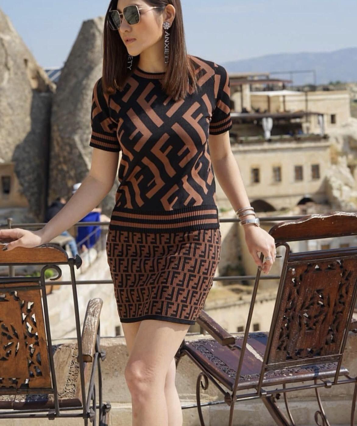 Set :: เสื้อแขนสั้นตัวสวย สวยเป๊ะ มาเข้าชุดกับกระโปรงทรงสอบเข้ารูปทอลายสวย