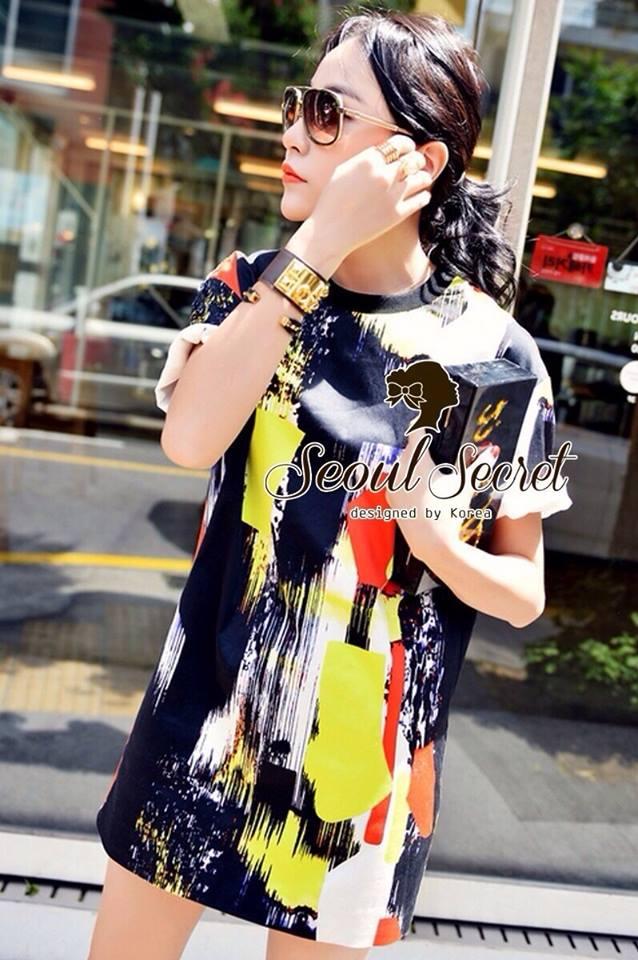 ( พร้อมส่งเสื้อผ้าเกาหลี) เดรสผ้ายืดเนื้ออย่างดี ไม่บางนะคะ เนื้อสวย ชิคๆ ด้วยงานพิมพ์ลายแนว Art สีเปื้อนๆ ดูเก๋สวยน่าใส่มากคะ สีสันสดสวย เก๋ๆ ด้วยทรงเดรสคอกลม ใส่ง่าย ใส่ได้หลายโอกาสนะคะ สาวๆ ใส่แล้วพับแขนนิดๆ