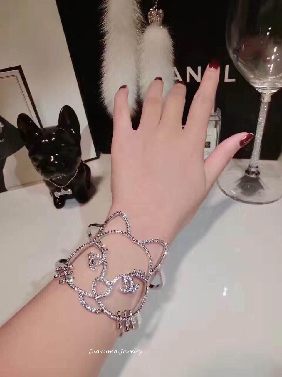 พร้อมส่ง Chanel Cuff Fall-Winter Collection 2017