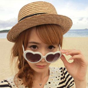 แว่นตากันแดดแฟชั่นเกาหลี กรอบหัวใจสีขาว