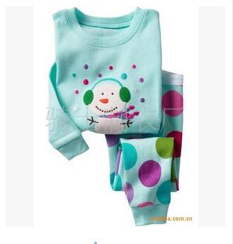 H.kong baby ชุดนอนลายตุ๊กตาหิมะ 6Y
