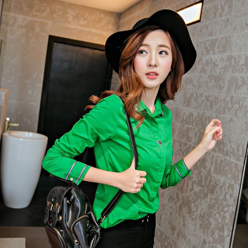 เสื้อเชิ้ตสีพื้นตัวโปรด ปกประดับพลอยเป็นรูปดอกไม้ สีเขียวเข้ม(Green)