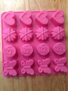 แม่พิมพ์สบู่ รูปดอกไม้ ผีเสื้อ หัวใจ 16ช่อง 35-40g