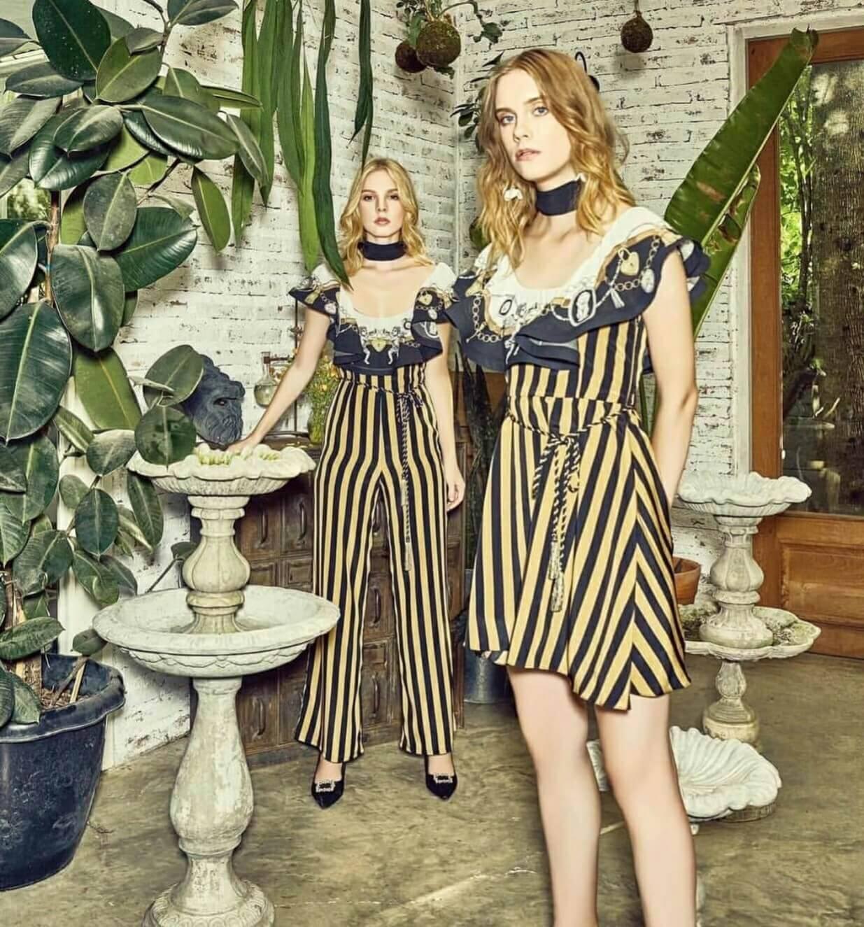 Dress คอปาด ระบายหน้าพร้อมผ้าพิมพ์ลาย ตัวเดรสผ้าลายริ้ว