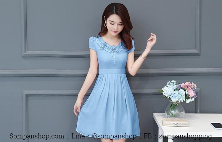 ชุดเดรสสั้นสีฟ้า คอแต่งดอกไม้ แขนสั้น ผ้าชีฟอง ( สินค้าพร้อมส่ง )