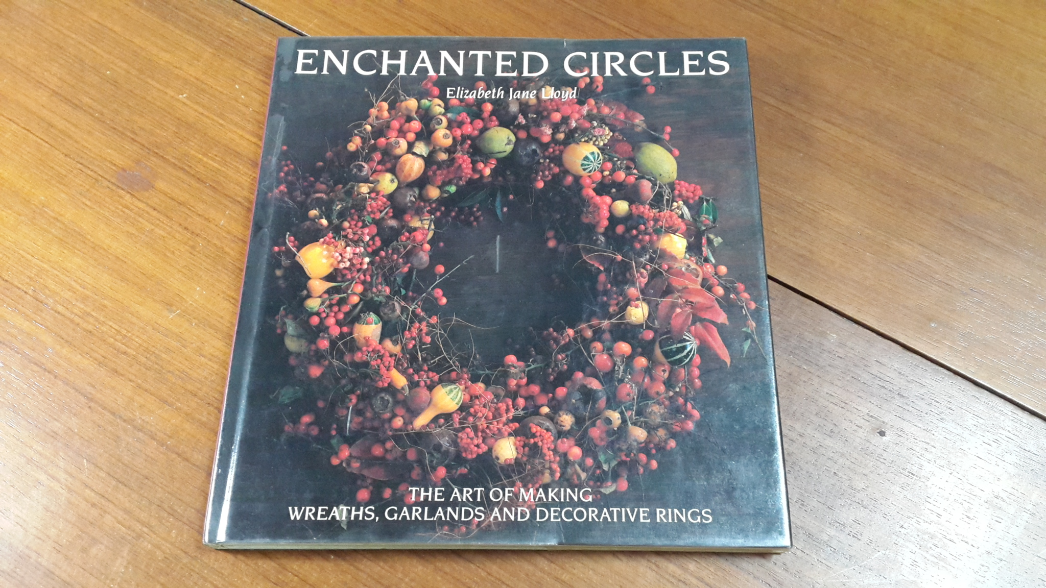 ENCHANTED CIRCLES : Elizabeth jane Lloyd