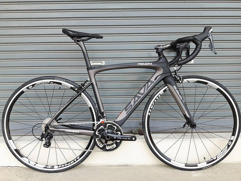 สินค้าสั่งล่วงหน้า จักรยานเสือหมอบเฟรม Carbon ทรงแอโร่ Sava รุ่น Primera สีดำ หลักอานคาร์บอน ตะเกียบคาร์บอน ชุดขับ Shimano 105 Mix 22 Speed
