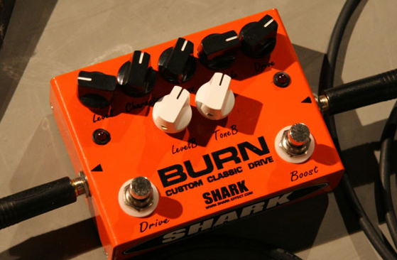 SHARK EFFECT : BURN CUSTOM CLASSIC DRIVE