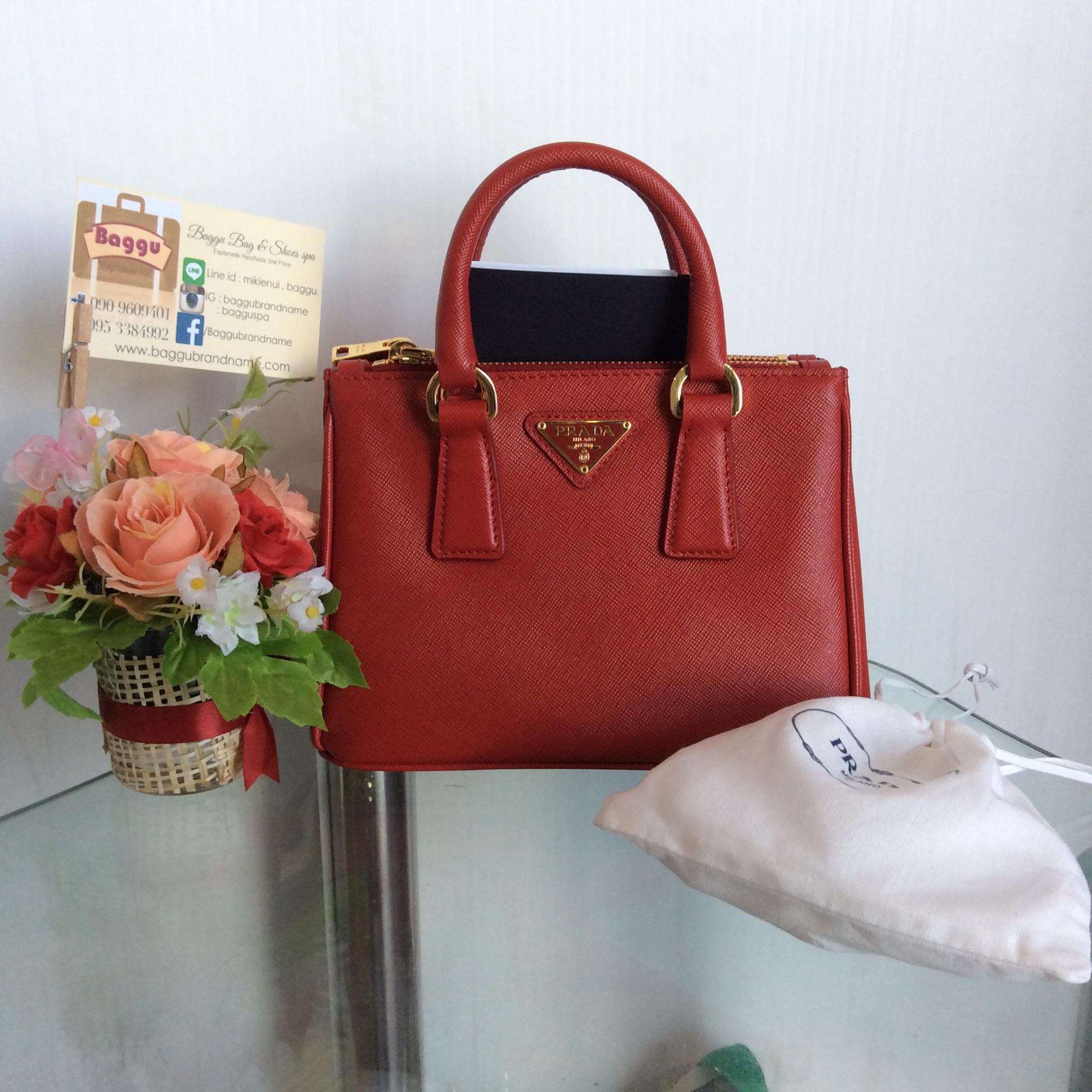 [SOLDOUT]Prada Saffiano Lux Red Fuoco Size 20 with strap - พราด้าซัฟเฟียโนมินิ 20 มีสาย พร้อมใบเสร็จ,การ์ด