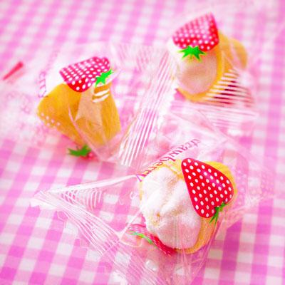 พร้อมส่ง ** Strawberry Soft Cream Marshmallow มาร์ชเมลโล่ใส่โคนไอติม ทำให้เหมือนซอฟท์ครีมจิ๋ว มาในแพคเกจสุดน่ารัก 1 ชิ้น