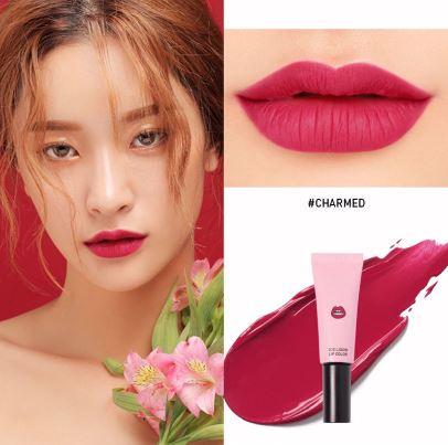 *พร้อมส่ง*3CE Liquid Lip Color สี CHARMED ลิปเนื้อแมทสีสวยที่สาวๆ ต้องหลงรัก เนรมิตริมฝีปากของสาวๆ ให้ดูมีสีสัน น่าค้นหา เนื้อแมทสีแน่น ติดทนได้ตลอดทั้งวัน รูปแบบแพคเกจที่เป็นหลอด ทาง่ายไม่เลอะเทอะ หรือจะใช้คู่กับแปรงก็ได้ เหมาะสำหรับพกไปเติมระหว่างว ,
