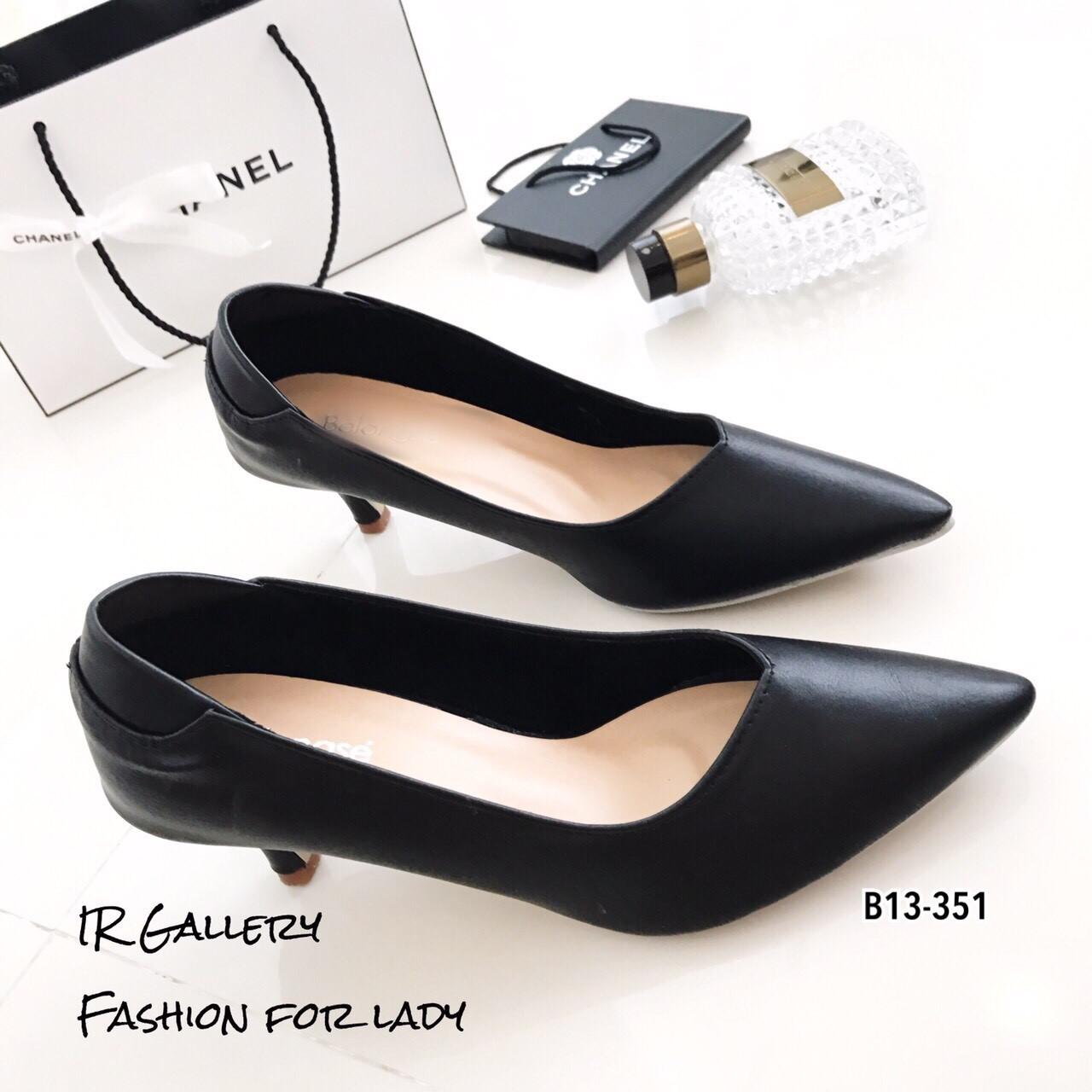 รองเท้าคัทชูหุ้มส้นทรงวี (สีดำ)