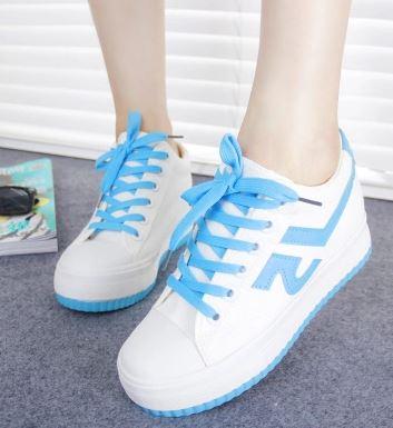 รองเท้าผ้าใบพื้นหนาสไตล์เกาหลี