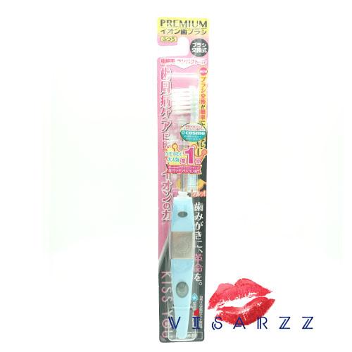 (ขนาดเล็ก กล่องชมพู ด้ามสีฟ้า) Kiss You แปรงสีฟัน Ionic จากญี่ปุ่น มีประจุไอออนลบ ช่วยในการขจัดคราบสิ่งสกปรกออกมาได้ดีกว่า ใช้ต่อเนื่องฟันจะขาวขึ้นแม้เป็นคราบชา กาแฟ หรือบุหรี่ กลิ่นปากลดลง คราบหินปูนสะสมยากขึ้นค่ะ