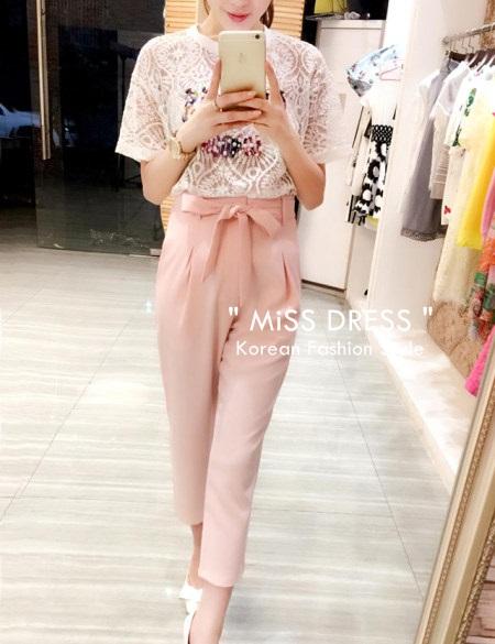 ชุดเซทเข้าชุดเสื้อ-กางเกง เสื้อสีขาวพิมพ์ลายน่ารัก + กางเกงขายาวสีชมพู ผูกโบว์