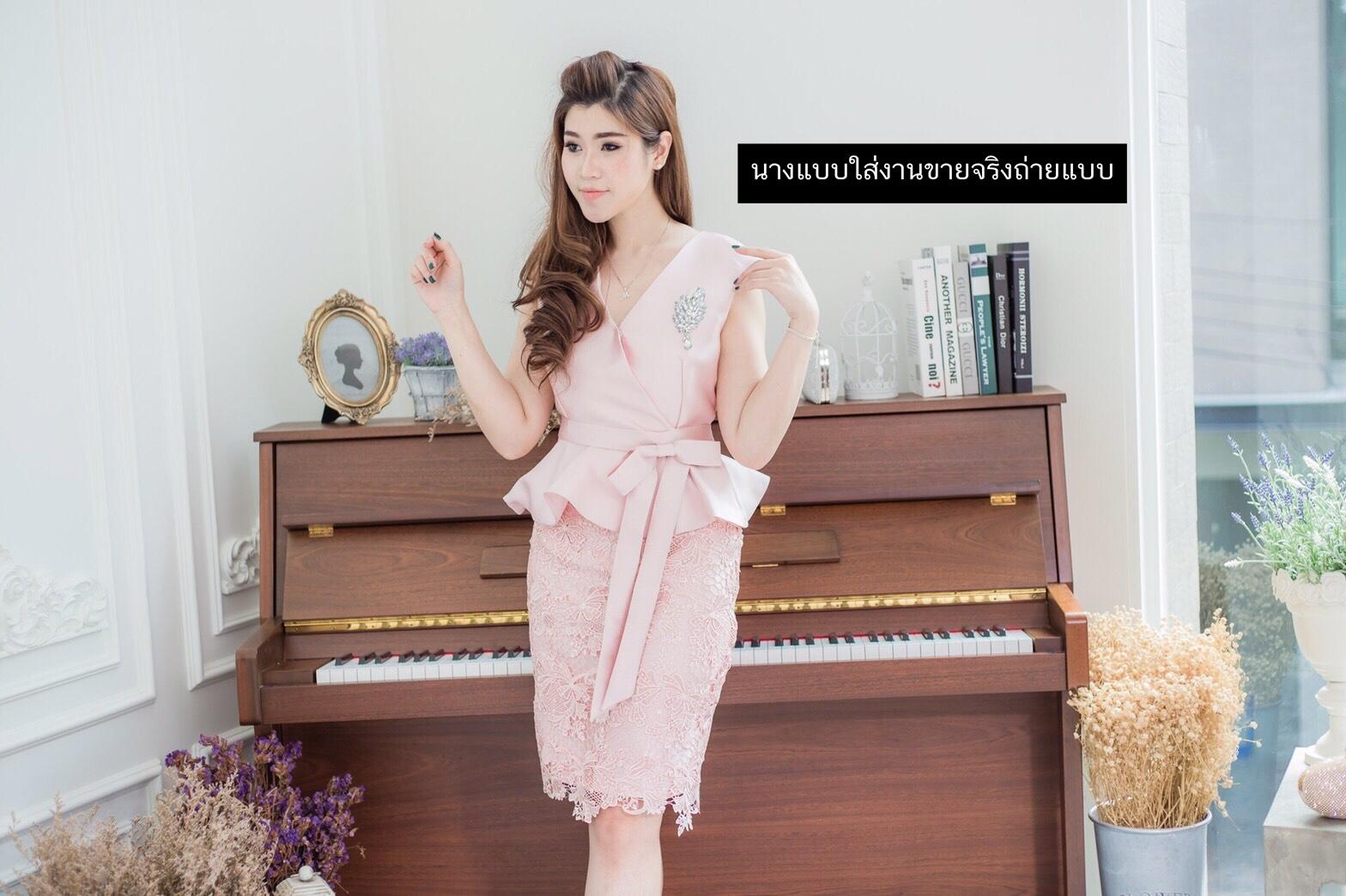 ชุดเดรสสวยหรูสีชมพู ออกงาน ไปงานแต่งงาน ผ้าไหมอิตาลี ทรงเข้ารูป คอวี แขนกุด ชุดสวยเหมือนแบบ ราคาถูก