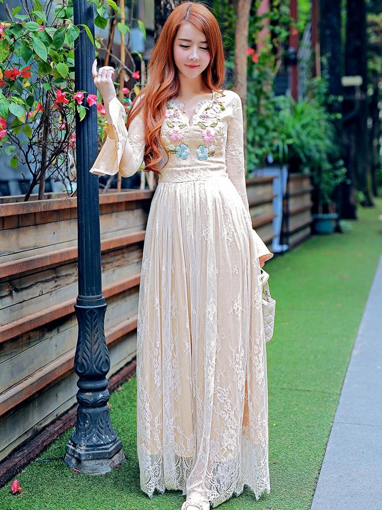 ชุดออกงานสวยหวานสไตล์เจ้าหญิง เดรสยาวสีขาว ปักลายดอกไม้ แขนยาว