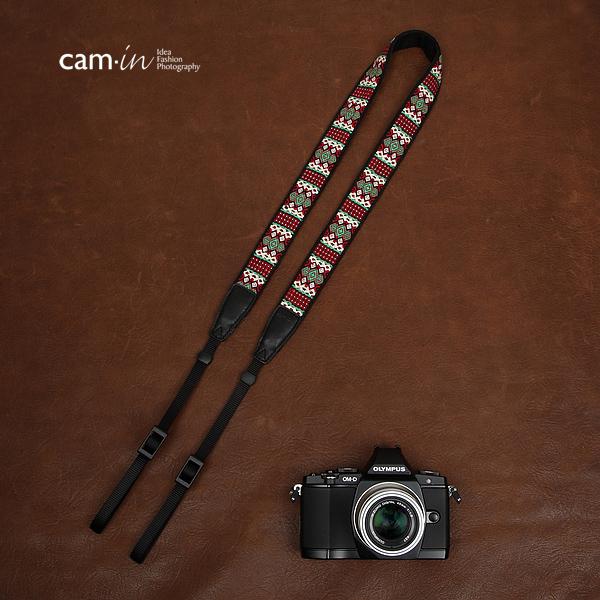 สายคล้องกล้องลายถักอินดี้แนวๆ cam-in Indy Red Green