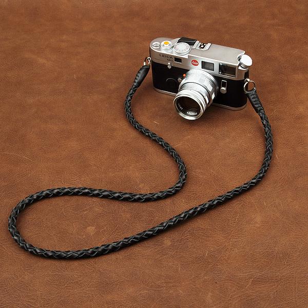 สายคล้องกล้องหนังแท้เส้นเล็ก แบบถัก Cam-in leather camera strap สีดำ