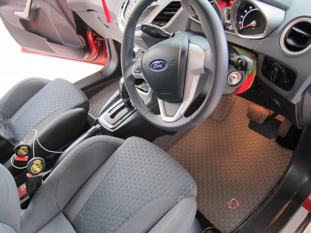 พรมกระดุม Super Save ชุด Full จำนวน 12 ชิ้น Ford Fiesta 2012-2018