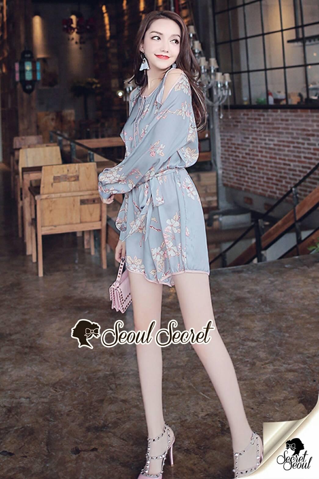 จั้มสูทกางเกงสไตล์สาววินเทจ เนื้อผ้าสวยหวานด้วยงานพิมพ์ลายดอกไม้แต่งลายแบบวินเทจ