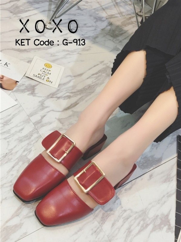 รองเท้าส้นเตี้ยสีแดง แต่งหัวเข็มขัด แฟชั่นฮิตมากในเกาหลี (สีแดง )