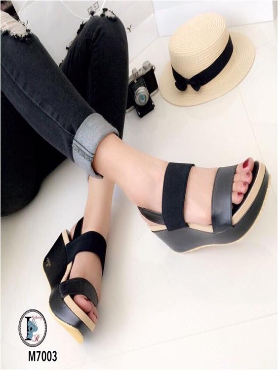 รองเท้าส้นตึกแบบรัดส้น สายยางยืด (สีดำ )