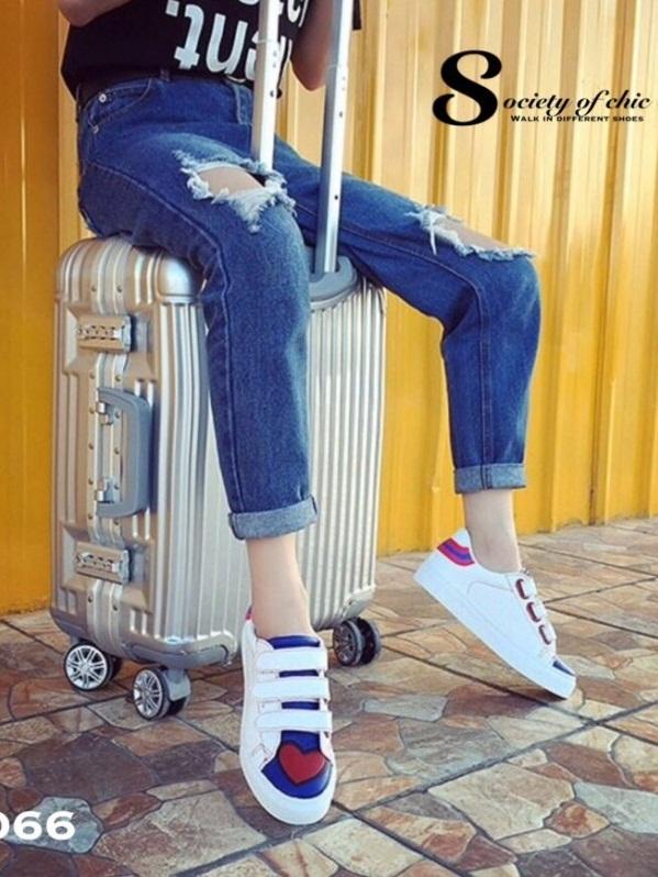 รองเท้าผ้าใบแฟชั่นสีขาว แต่งลายหัวใจ สไตล์เก๋ (สีขาว )