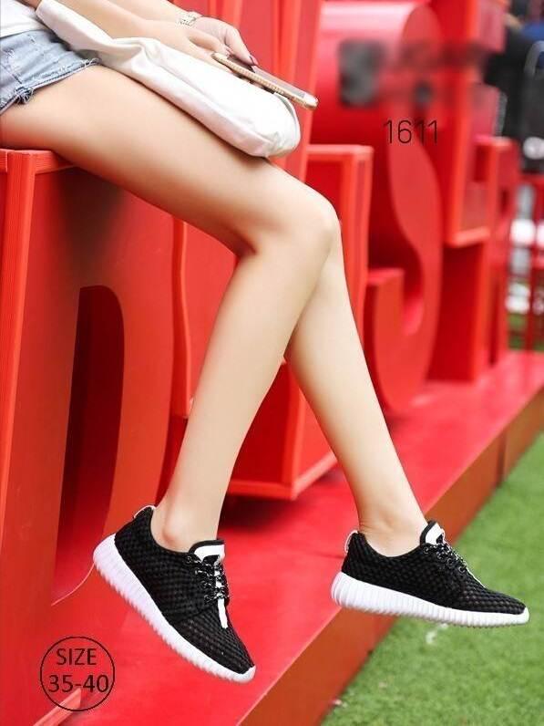 รองเท้าผ้าใบเสริมส้นสีดำ ผ้าตาข่าย น้ำหนักเบา (สีดำ )