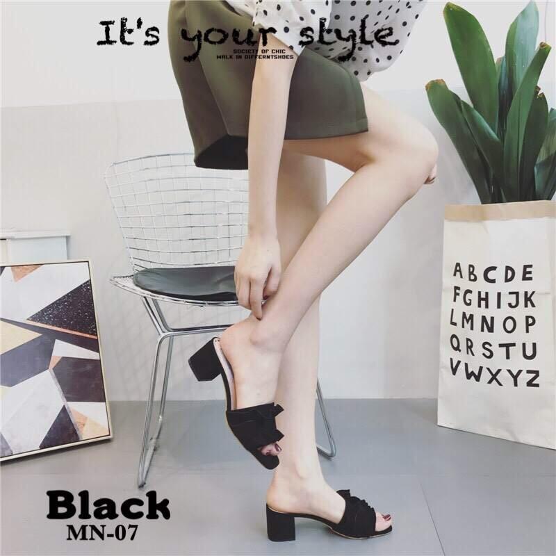 รองเท้าแตะส้นตันสีดำ สักหราดนิ่ม หน้าสวมแต่งระบาย (สีดำ )