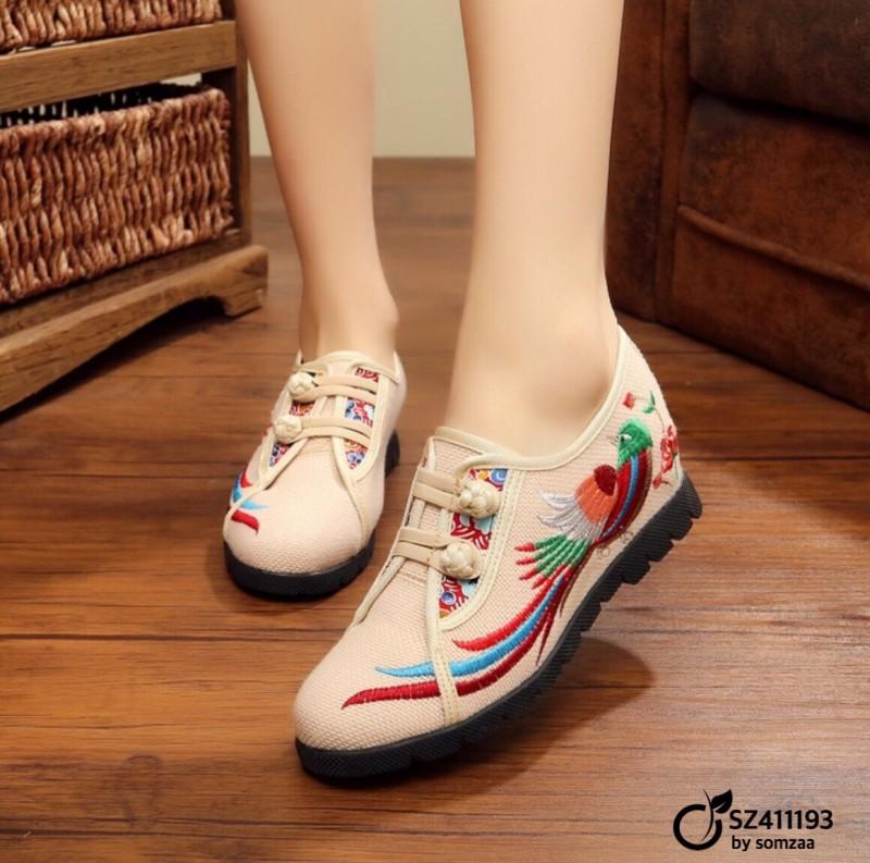 รองเท้าคัทชูทรงผ้าใบสีครีม วัสดุผ้าทอปักลาย แต่งกระดุมจีน (สีครีม )