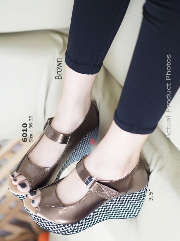 รองเท้าส้นเตารีด หุ้มส้น ลายชิโนริ (สีน้ำตาล )