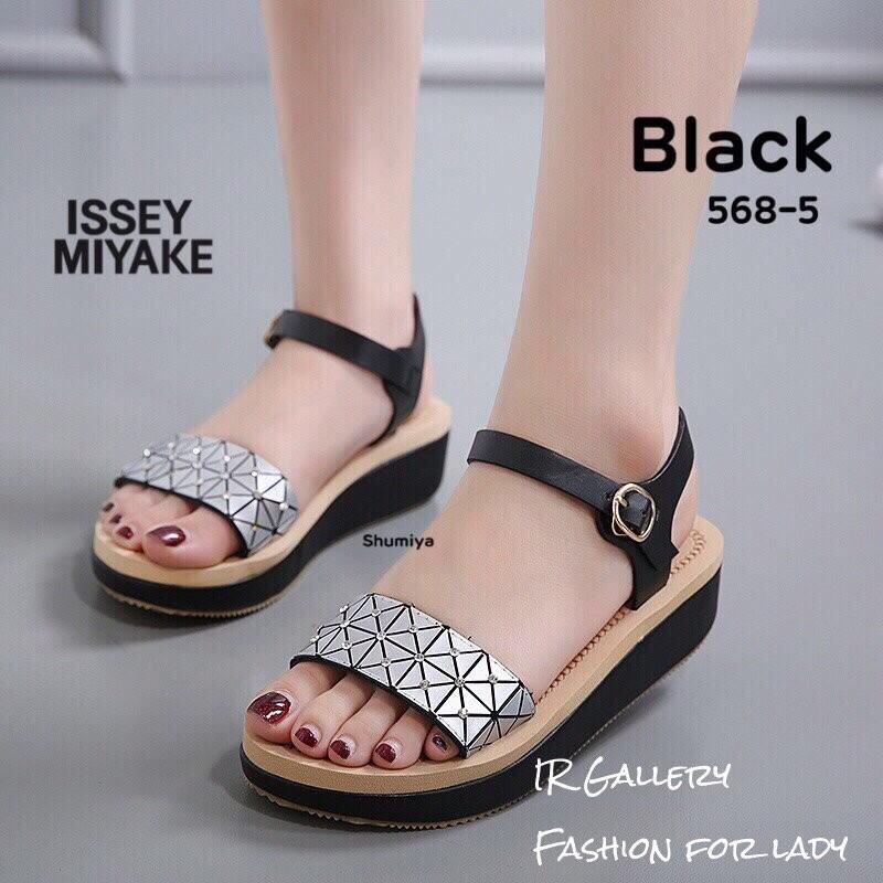 รองเท้าส้นเตารีดรัดข้อ หนังนิ่ม Bao Bao by Issey Miyake (สีดำ )