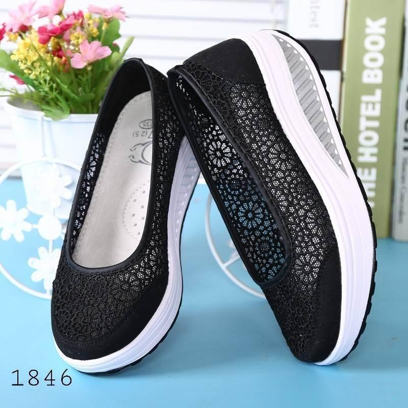 รองเท้าผ้าใบเสริมส้นสีดำ ผ้าลูกไม้ พื้นสุขภาพ (สีดำ )