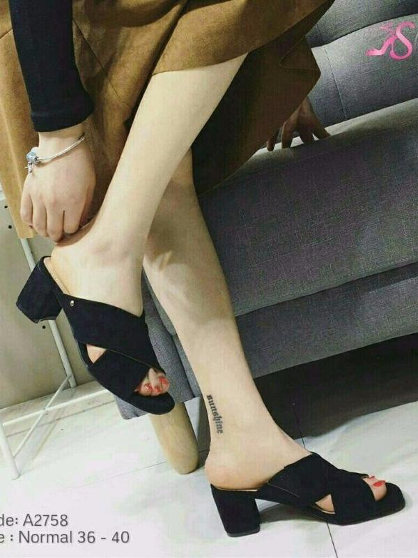 รองเท้าส้นตันเปิดส้นสีดำ สายคาดไขว้ ผ้าสักหราด (สีดำ )