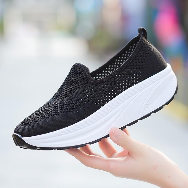 รองเท้าผ้าใบเสริมส้นสีดำ พื้นสุขภาพ มีรูระบายอากาศ (สีดำ )